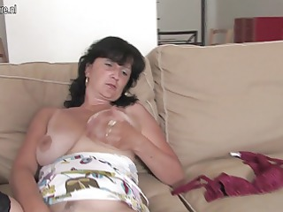 Mature housewife playing with her dildo and saggy