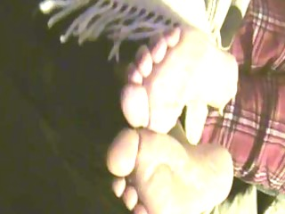 Wife does Footjob