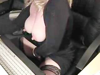 Blonde Milf Masturbates on Webcam
