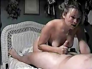 This amateur brunette wife nibbles on hubbys cock