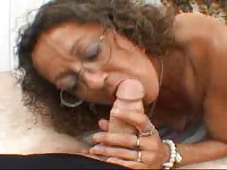 Candi the Milf gets Facial