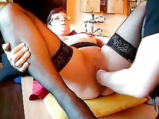 Mature amateur fisted in her cavernous vagina