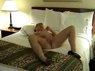 amature mature masturbating on bed