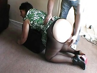 Big ass UK MILF fucked roughly on the floor