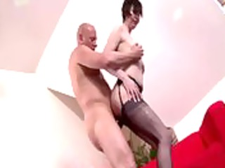 Mature babe getting her pussy filled with cock