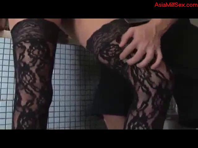 Milf In Sexy Lingerie Getting Her Pussy Rubbed