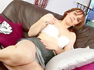 middleaged mylene masturbates