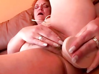 Chubby mature granny dildo fucking her pussy