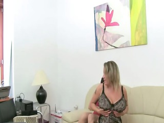 Mature woman fuck on leather couch
