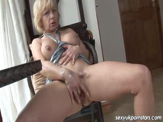 Older UK pornstar Jane Bond boffs her slit with a