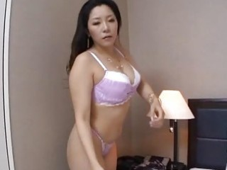 Amateur caught mom masterbating