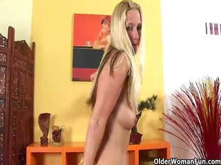 Golden-Haired soccer mommy with large a-hole rubs